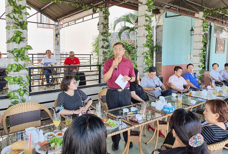 Chủ tịch UBND tỉnh Cao Văn Trọng phát biểu tại buổi Cà phê doanh nghiệp định kỳ tháng 6-2020. Ảnh: C. Trúc