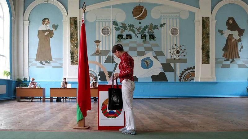 Cử tri đi bỏ phiếu bầu cử Tổng thống tại Belarus. Nguồn: Tass