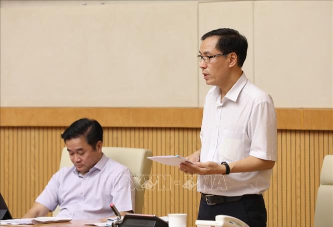 Cục trưởng Cục Y tế dự phòng Đặng Quang Tấn báo cáo tại cuộc họp. Ảnh: Văn Điệp/TTXVN