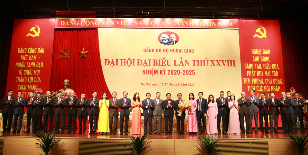Ban Chấp hành Đảng bộ Bộ Ngoại giao nhiệm kỳ 2020-2025 ra mắt. Ảnh: VGP/Hải Minh