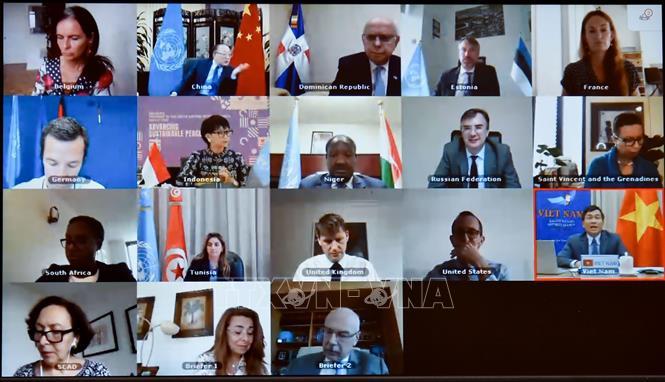 """Các đại biểu dự Phiên thảo luận mở trực tuyến của Hội đồng Bảo an Liên hợp quốc về chủ đề """"Giải quyết mối liên hệ giữa khủng bố và tội phạm có tổ chức"""". Ảnh: TTXVN/phát"""