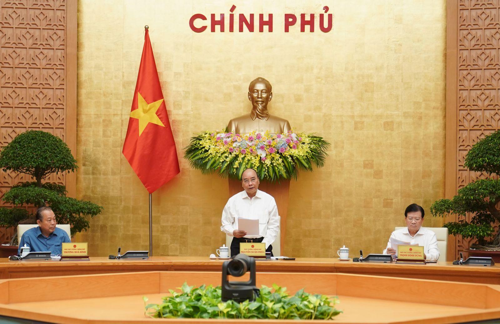 Thủ tướng Nguyễn Xuân Phúc chủ trì phiên họp Chính phủ chuyên đề xây dựng pháp luật tháng 7-2020. Ảnh: VGP/Quang Hiếu