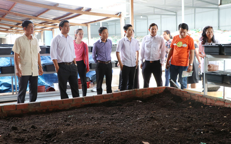 Công ty Phú Hưng Thịnh, xã Phú Hưng, TP. Bến Tre được Dự án AMD hỗ trợ vốn sản xuất giá thể, đất sạch