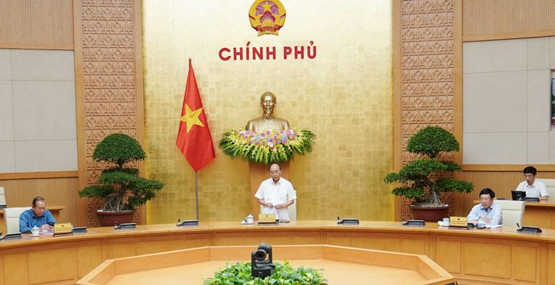 Thủ tướng Nguyễn Xuân Phúc: Chúng ta đã bình tĩnh, căn cơ, cương quyết với các giải pháp phòng, chống dịch kịp thời, hiệu quả từ Trung ương đến địa phương. Ảnh: VGP/Quang Hiếu