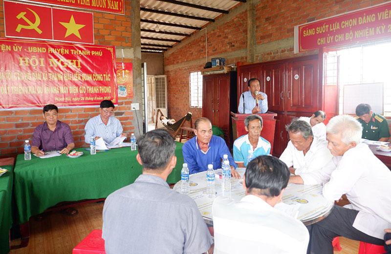 Lãnh đạo huyện Thạnh Phú đối thoại với các hộ dân xã Thạnh Hải về thu hồi đất triển khai dự án điện gió.