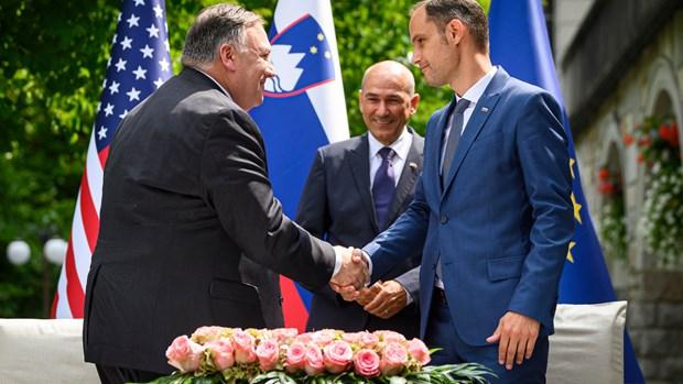 Ngoại trưởng Mỹ Mike Pompeo và người đồng cấp Slovenia Anze Logar. (Ảnh: AP)