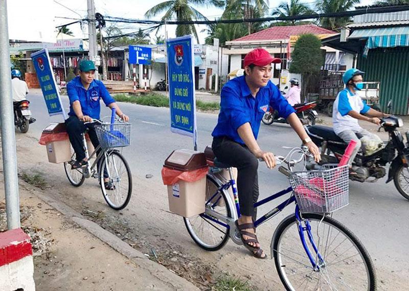 Mô hình xe đạp tuyên truyền vì thành phố không rác.