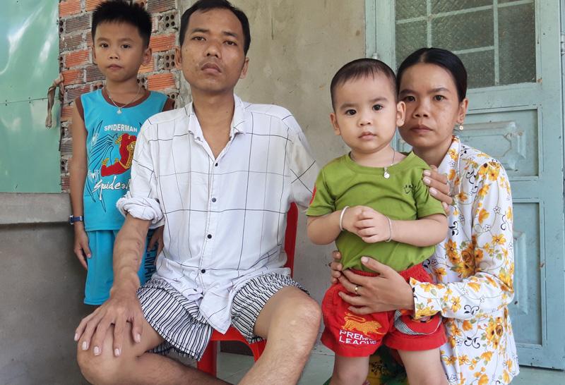 Gia đình anh Nguyễn Văn Liền. Ảnh: Lệ Đề