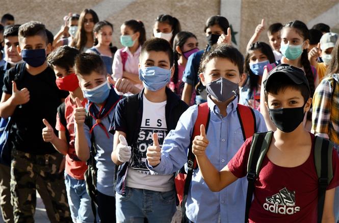 Học sinh đeo khẩu trang phòng lây nhiễm COVID-19 tại trường học ở Damascus, Syria, ngày 13-9-2020. Ảnh: THX/TTXVN