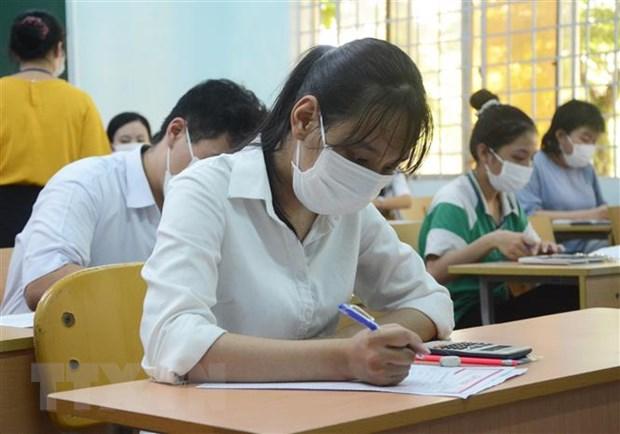Các thí sinh tham dự Kỳ thi Tốt nghiệp THPT năm 2020 đợt 2 tại điểm thi trường Chuyên THPT Lê Quý Đôn (Đà Nẵng). Ảnh: Văn Dũng/TTXVN