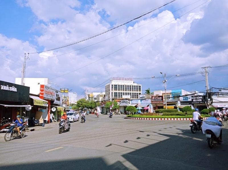 Cấm đỗ xe tuyến đường Đoàn Hoàng Minh, đoạn từ vòng xoay Ngã 5 đến Làng SOS đối với xe ô tô.