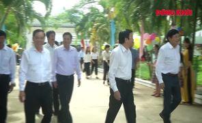 Nguyên Chủ tịch nước Trương Tấn Sang tặng máy lọc nước tại Thạnh Phú