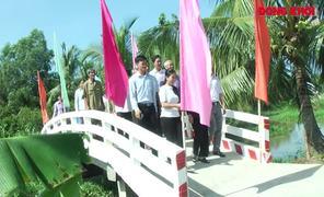 Nguyên Phó chủ tịch nước Trương Mỹ Hoa dự khánh thành cầu tại xã Bình Thành