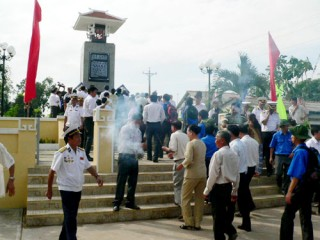 Khánh thành Bia tưởng niệm 21 thường dân bị quân đội Mỹ thảm sát vào năm 1969
