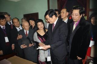 Chủ tịch nước Trương Tấn Sang dâng hương tưởng nhớ Bác Hồ