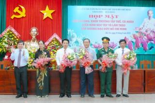 Tiếp tục đưa việc học tập và làm theo tấm gương đạo đức Hồ Chí Minh trở thành công việc thường xuyên, quan trọng hàng ngày