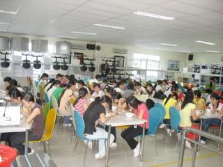 Chợ Lách tổ chức tư vấn lao động