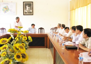 Phó Chủ tịch UBND tỉnh làm việc với Ba Tri