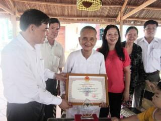 Phó Chủ tịch UBND tỉnh thăm, chúc thọ người cao tuổi