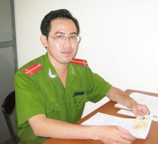 Một sĩ quan tận tụy với công việc