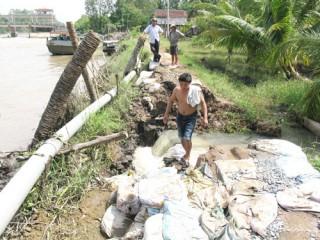 Một đoạn đê vỡ đe dọa ngập úng một vùng Dự án thủy lợi Cầu Sập