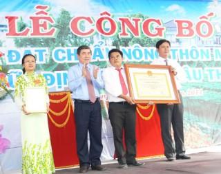 Công bố xã Hữu Định đạt chuẩn nông thôn mới