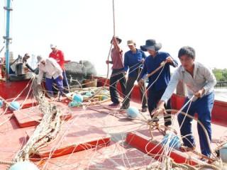 Đoàn tàu ra khơi khai thác thủy sản đầu năm
