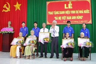 Trao tặng danh hiệu vinh dự Nhà nước Bà mẹ Việt Nam anh hùng