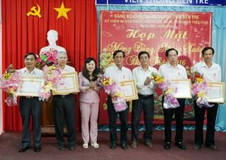 Họp mặt mừng Đảng, mừng Xuân 2016 và thông tin nhanh kết quả Đại hội XII của Đảng