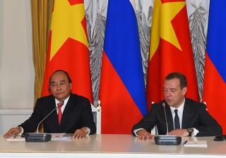 Thủ tướng Nguyễn Xuân Phúc và Thủ tướng Liên bang Nga Dmitry Medvedev chủ trì họp báo quốc tế