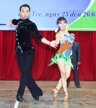 Tổ chức giải khiêu vũ thể thao chuyên nghiệp