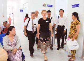4 đơn vị y tế được nhận viện trợ thiết bị khám mắt