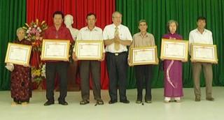 Trao tặng danh hiệu vinh dự Nhà nước cho 12 bà mẹ Việt Nam anh hùng