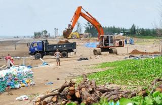 Đào lấy đất ở Khu du lịch sinh thái Cồn Bửng