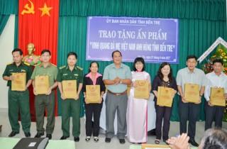 Vinh quang Bà mẹ Việt Nam anh hùng