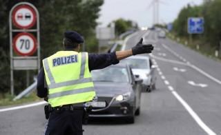 Áo xây hàng rào bê tông bảo vệ chính phủ trước đe dọa khủng bố