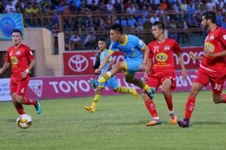 Lâm Ti Phông lập hat-trick, Sanna Khánh Hòa thắng vùi dập HAGL