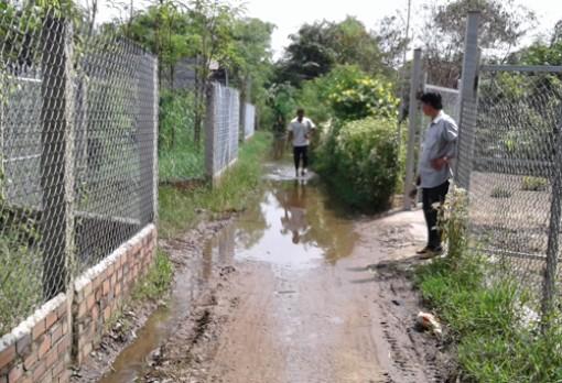 Người dân ấp Bến Đình mong được khơi thông đường thoát nước