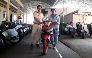 Trả 2 xe mô tô bị trộm cho người bị mất
