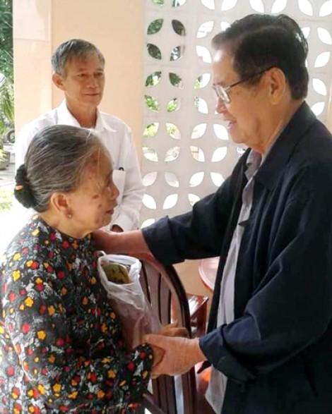 Cụ bà 85 tuổi dành trọn tháng lương hưu làm từ thiện