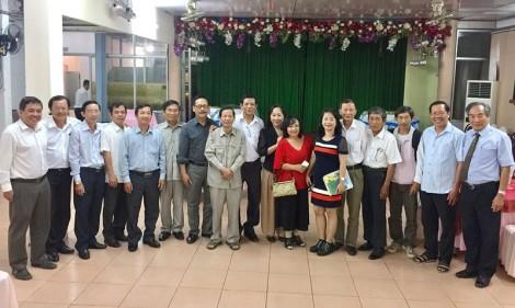 Đoàn Hội Nhà văn Việt Nam về thăm và đi thực tế tại Bến Tre