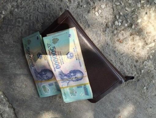 Nhặt được ví tiền trả lại người đánh rơi