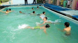 Giồng Trôm: Khai giảng lớp phổ cập bơi dành cho thiếu nhi
