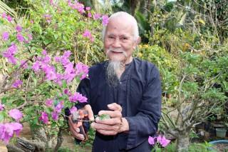 Tuổi cao, nhiệt tình đóng góp xây dựng quê hương