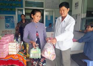 Giồng Trôm: Hơn 100 người được khám bệnh và cấp thuốc miễn phí