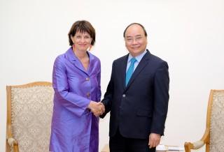 Thủ tướng tiếp Bộ trưởng phụ trách Môi trường, Giao thông, Năng lượng và Truyền thông Thụy Sĩ
