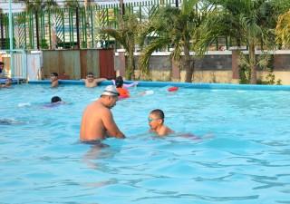 Dạy bơi miễn phí cho học sinh có hoàn cảnh khó khăn