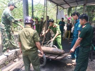 Công binh Bến Tre thu quả bom nặng hơn 200kg