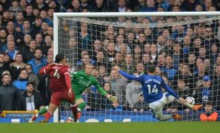 Everton và Liverpool chia điểm