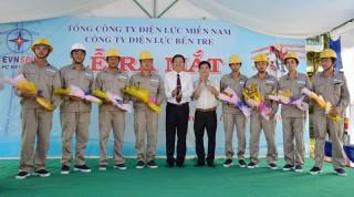 Công ty Điện lực Bến Tre: Ra mắt đội thi công sửa chữa điện nóng